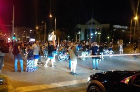 Двама протестиращи отиват на съд заради конфликта на Румънското посолство от лятото