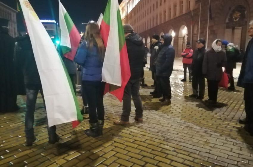 Протестиращите не се изплашиха от студа