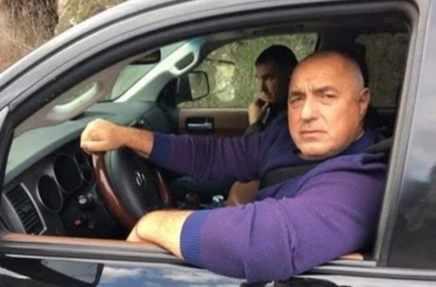Протестиращи отидоха в Банкя, Борисов избяга от тях в Ямбол