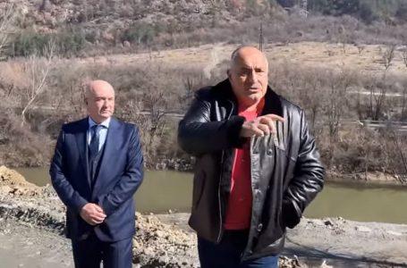 """Докато Борисов се снимаше на едно """"срутище"""", ненадейно се появи още едно"""