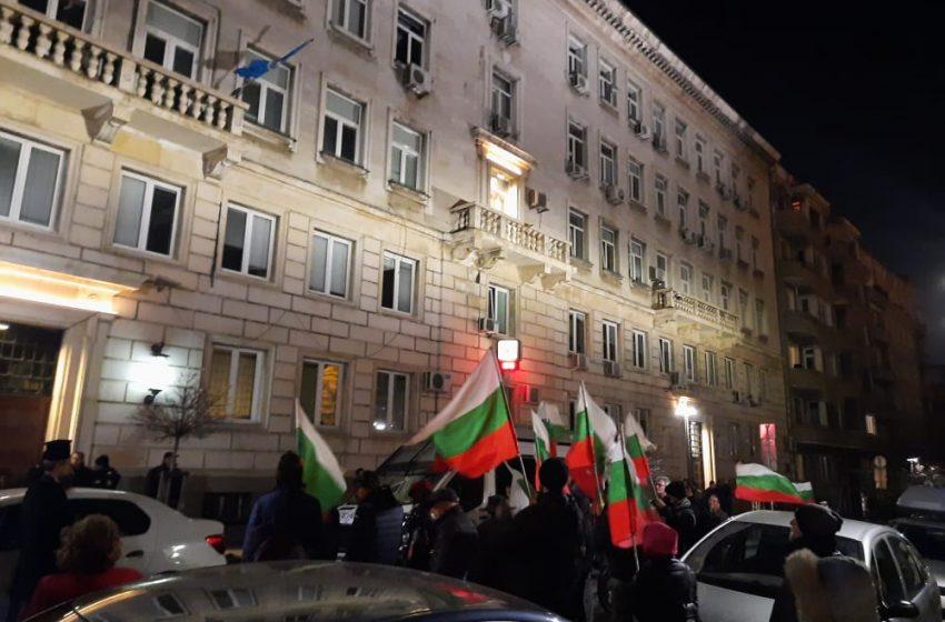 Протестиращите поискаха оставката на Фандъкова отново