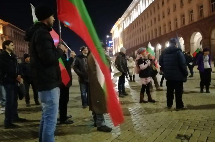 Протестиращите в София се събраха за 230-та поредна вечер