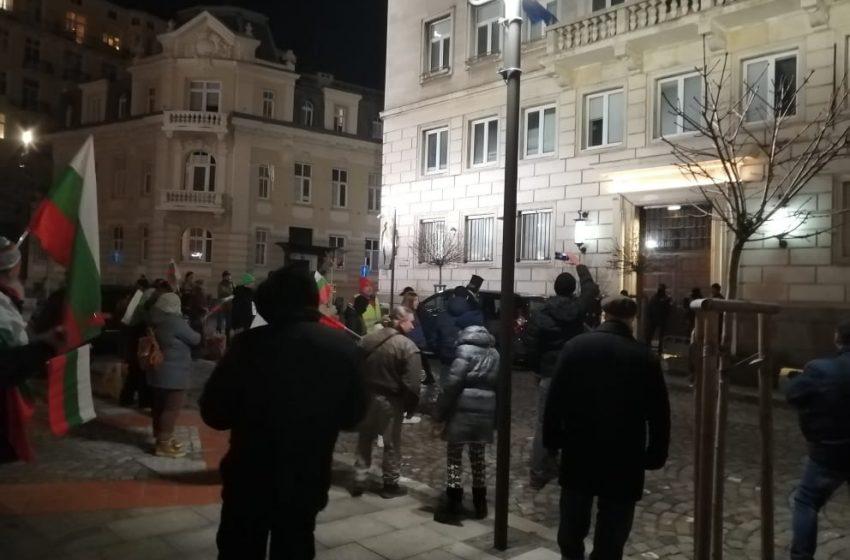 Протести пред Министерски съвет и Столична община в неделната вечер