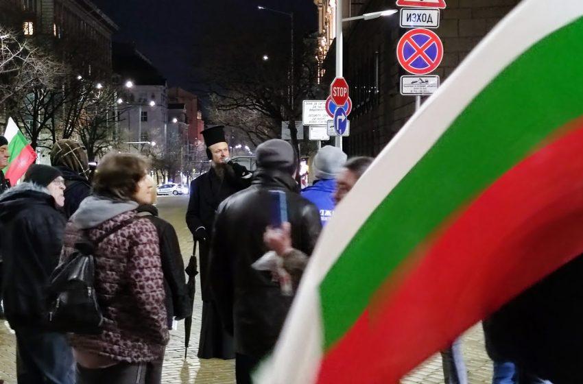Протестите в София и Варна продължават, а екоактивисти се разходиха из столицата