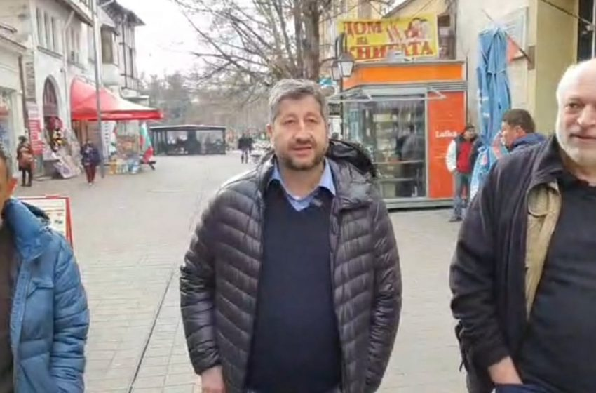 "Велислав Минеков се появи в римейк на ""Отровното трио"""