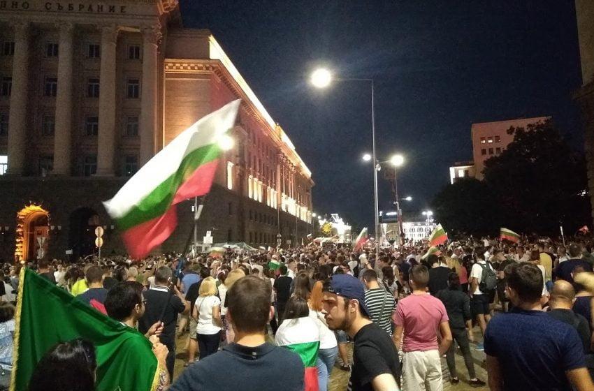 Протестиращите се завръщат на площада