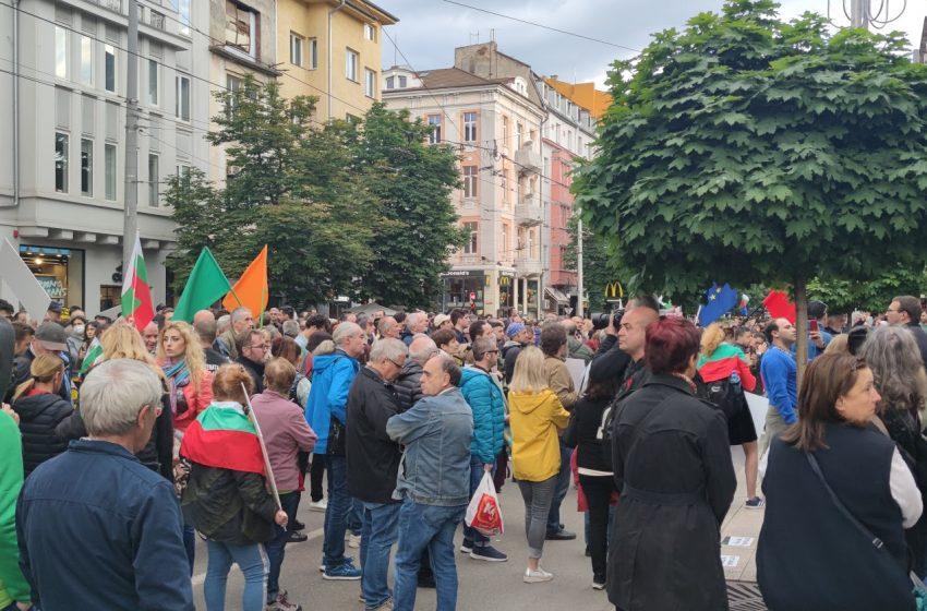 Протестите срещу Гешев продължават с пълна сила
