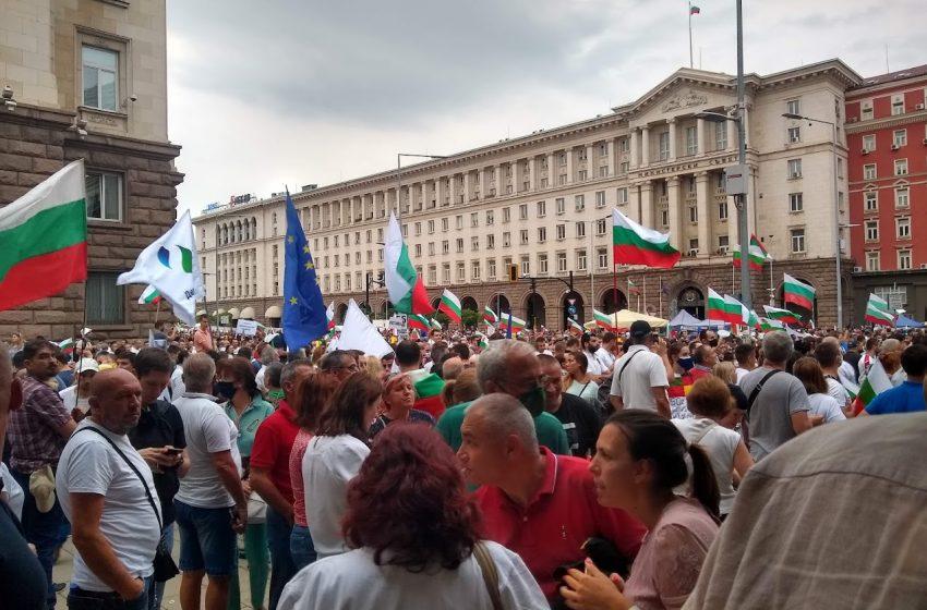 Година след кървавата сряда, хората се връщат на площада днес в 18 ч.